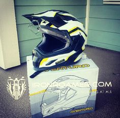 Lots of protect and really light. Motorcycle Adventure, Golf Bags, Fashion Art, Helmet, Style, Swag, Stylus, Helmets, Outfits