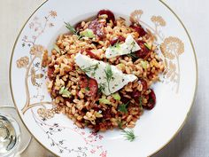 Ready in under an hour, this hearty, easy-to-make farro recipe is great on a weeknight, and the leftovers pack up nicely for the next day's lunch. Farro Recipes, Dill Recipes, Olive Recipes, Light Recipes, Meat Recipes, Steak Sides, Steak Dinner Sides, Spanish Chorizo Recipes, Mediterranean Dishes