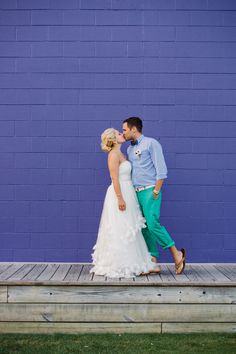 love this bold color backdrop for a wedding portrait! | Dear Wesleyann