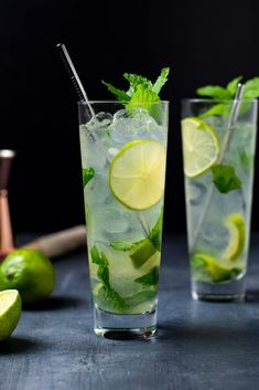 Refreshing Cocktails, Classic Cocktails, Summer Cocktails, Strawberry Mojito, Mint Mojito, Mojito Recipe, Vodka, Bloody Mary Recipes, Cocktail Recipes