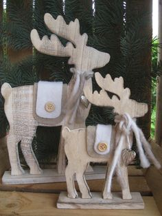 Large wooden moose with felt decoration and Pump reindeer Christmas decoration Shabby . Large wooden moose with felt decoration and Pump reindeer Christmas decoration Shabby … Christmas Wood Crafts, Christmas Projects, Holiday Crafts, Christmas Holidays, Holiday Decor, Felt Decorations, Christmas Decorations, Christmas Ornaments, Reindeer Christmas