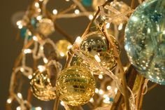 Decorações Natal Resorts, Oasis, Christmas Bulbs, Holiday Decor, Home Decor, Christmas Decor, Green, Decoration Home, Christmas Light Bulbs