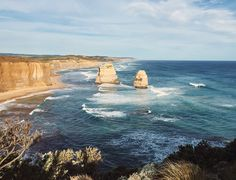 Your ultimate travel guide to the Great Ocean Road in Victoria, Australia. Everything you must do and see on your journey! Ultimate Travel, Holiday Destinations, New Zealand, Travel Guide, Places To Visit, To Go, Journey, Ocean, Victoria Australia