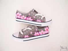 Japanese hand painted shoes / Sakura shoes / Cherry blossom shoes / Pink flowers shoes Source by aimnkev shoes Painted Canvas Shoes, Painted Sneakers, Hand Painted Shoes, Pictures Of Shoes, Posca Art, Kawaii Shoes, Shoe Crafts, Flower Shoes, School Shoes