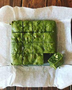 Great recipe for Matcha Green Tea Brownies. Here's my Matcha Green Tea Brownies recipe. I call it 'Japanese. Kefir Recipes, Baking Recipes, Green Tea Recipes, Sweet Recipes, Matcha Brownies, Baking Brownies, Matcha Cookies, Matcha Dessert, Green Tea Dessert