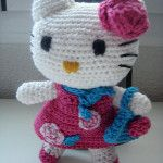 Hello Kitty con vestido y bolso. Vista 2.