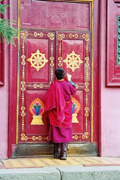 A monk in the temple of Gandan. Before 1938, the monastery of Gandan was formed of a big circle of yurts around about ten temples endowed with independent surrounding walls.