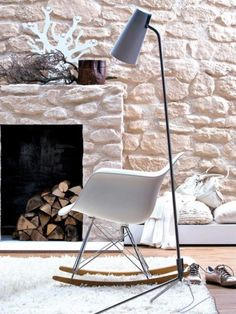 Vitra Eames Plastic RAR schommelstoel via www. Interior Architecture, Interior And Exterior, Eames Rocker, Interior Decorating, Interior Design, Decorating Ideas, Interior Photography, Fireplace Design, French Country Decorating