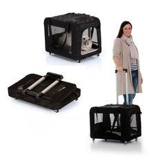 TOGfit biedt stijlvolle en praktische accessoires voor kleine tot middelgrote huisdieren. Trolly van krasbestendig polyester materiaal en scheurbestendige netten voor goed zicht en goede ventilatie. Met stalen handvat met opvouwmechanisme, 4 stuurwielen en grote afsluitbare opening aan de bovenkant. Ideaal als mobiel kennel. Inclusief uitneembare mat die eenvoudig te reinigen is. Gemakkelijk op te vouwen en op te bergen.