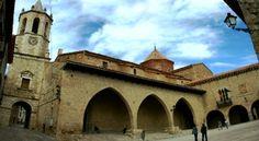 Plaza de Cantavieja. Teruel. Aragón,