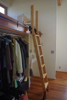 Library Ladder - I want one of these soooo bad! But in my home library...