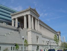 Soldier Field in Central Chicago, Illinois. Architecture Old, Sustainable Architecture, Chicago Buildings, Palmer House, Chicago School, Soldier Field, Art Institute Of Chicago, Graceland, Facade