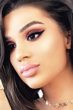 Cute Winter Makeup Looks with Eyeliner picture1 #cutemakeupideas