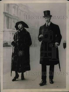 Princess Mary and Viscount Lascelles in 1922. They moved to Goldsborough Hall and lived there throughout the 1920s