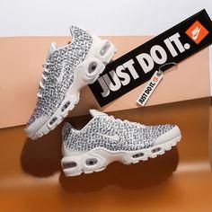 the best attitude dd119 4ae49 Nike Air Max Plus SE   White Black   Womens Trainers  862201-103