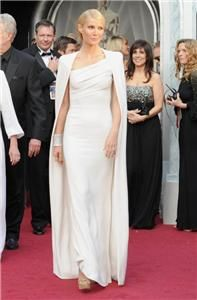 2012 Oscars - Gwyneth Paltrow looked incredible in her oyster coloured Tom Ford dress with caped detail, while Cameron Diaz showed off her figure in a Gucci gown which boasted a simple basque with a dramatic train Vestidos Oscar, Oscar Gowns, Oscar Dresses, Gwyneth Paltrow, Vestido Tom Ford, Oscars, Oscar 2012, Tom Ford Dress, White Fitted Dress