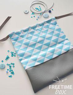 Bonjour, On dit jamais deux sans trois.... Me voici donc pour un nouveau tutoriel. Aujourd'hui, je vous propose donc de réaliser une petite pochette. Pour cela, il vous faudra : Le tissu bleu Le cu...