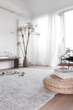 Home Design: Minimal interior design … Driftwood: 21 DIY inspirations to integrate it into your decoration Red Home Decor, Easy Home Decor, Home Decor Bedroom, Master Bedroom, Interior Design Trends, Interior Decorating, Modern Interior, Design Interiors, Decorating Ideas