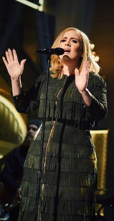 Adele wearing a custom fringed tiered dress for her performance on Saturday Night Live in New York Vestidos Adele, Adele Lyrics, Beautiful Dresses, Nice Dresses, Adele Adkins, Beautiful Voice, Beautiful Curves, Celebs, Celebrities