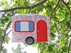 On Saturday it was my Mum's birthday. My Mum used to be tailor but she prefers painting to sewing these days and she has always said that she likes my vintage caravan sewing machine cover bu… Hobbies And Crafts, Crafts To Sell, Sewing Crafts, Sewing Projects, Sewing Ideas, Camping Fabric, Christmas Craft Fair, Clothespin Bag, Peg Bag