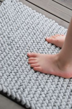 simple rug with zpagetti yarn