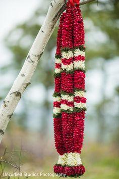 Beautiful jaimalas in Tannersville, Pennsylvania Indian Fusion Wedding by Uncorked Studios Kerala Beautiful jaimalas Indian Wedding Flowers, Bridal Hairstyle Indian Wedding, Flower Garland Wedding, Outdoor Indian Wedding, Floral Garland, Flower Garlands, Wedding Garlands, Bridal Flowers, Indian Weddings