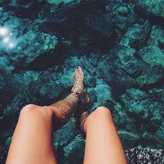 Вода + море + ноги + девушка + отдых + солнце + лето