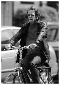 Lou Reed rides a bike, It was just a perfect day... #urbancyclist #urbanbiker #divergente
