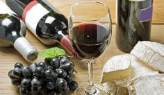 Fabulous combination: Red Wine and goat cheese/Vino tinto y queso de cabra.   @spanishexquisit