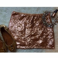 Stunning • Peach Sequin Skirt Perfect condition peach skirt. Only worn once. Forever 21 Skirts
