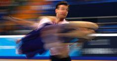 Fotografia tirada com velocidade lenta mostra casal de patinadores, durante apresentação no Grand Prix Rostelecom Cup de Patinação em Moscou, Rússia.  Fotografia: Yuri Kochetkov / EFE.  http://noticias.uol.com.br/album/2016/01/06/olho-magico-2016.htm?fotoNavId=prca149f17e985f9fa379b62f313d19620161115#fotoNavId=pra4b92b5798a68b6d902ab093bbb5964a20161104