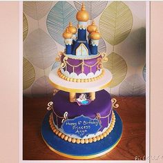 Pin for Later: Make It a Magical Day! 50 Wow-Worthy Disney Cakes A Whole New World Take a magic carpet ride with this jewel-toned Aladdin-themed cake. Aladdin Birthday Party, Aladdin Party, Disney Birthday, Birthday Cakes, Disney Desserts, Disney Cakes, Happy 6th Birthday, Sweet 16 Birthday, Jasmin Party