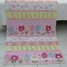 Pink Daisy Appliqué Embroidery Patchwork Baby Quilt. Couldn't you us quilt as you go on this???