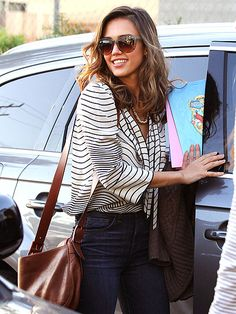 I'm not good with identifying people wearing those huge sunglasses, but if this is Jessica Alba...yum.