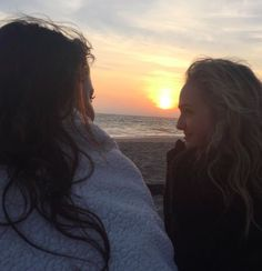 Cute Lesbian Couples, Lesbian Love, Cute Relationship Goals, Cute Relationships, Sophie Reynolds, Girlfriend Goals, Couple Aesthetic, Gay Couple, Cute Gay