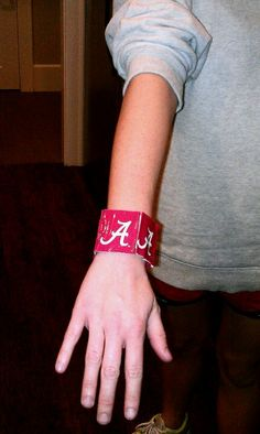 Bracelet Duck Tape Crafts, Football Fashion, Ua, Cuff Bracelets, Diy Crafts, Board, Ideas, Jewelry, Jewlery