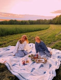 28 Aesthetic Summer Vibes Ideas That Inspire - Fancy Ideas about Everything Cute Friend Pictures, Best Friend Pictures, Friend Pics, Funny Pictures, Shooting Photo Amis, Disney Minimalist, Shotting Photo, Poses Photo, Summer Goals