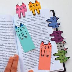 Cat and book lovers unite! These cute cat bookmarks are colorful, fun, and free … Cat and book lovers unite! These cute cat bookmarks are colorful, fun, and free to make! Kids Crafts, Cat Crafts, Book Crafts, Diy And Crafts, Craft Projects, Arts And Crafts, Paper Crafts, Craft Books, Craft Ideas