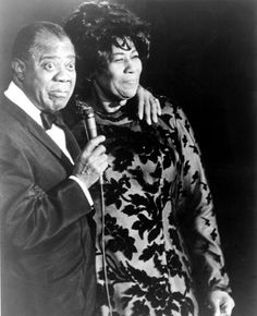 Heaven's radio would only play Louis Armstrong & Ella Fitzgerald Jazz Artists, Jazz Musicians, Music Artists, Soul Jazz, Bailar Swing, Nova Orleans, Cultures Du Monde, Victor Hugo, Louis Armstrong