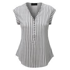 A center front zipper adds a unique stylish point to a casual striped blouse top fashioned with a semi sheer material and a curved hem. Perfect for any occasio… Blouse Patterns, Blouse Designs, Loose Fitting Tops, Loose Tops, Short Tops, Designer Dresses, Fashion Dresses, Womens Fashion, Fashion Trends