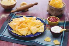 Le tortilla chips sono dei triangolini di mais fritti ideali come sfizioso antipasto accompagnato da salse a base di pomodoro, avocado o panna acida.