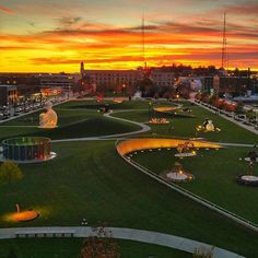 Sunset at the Pappajohn Sculpture Park in Des Moines, Iowa, by (at)elemotionphoto. (And that building you see right behind the sculpture park? Landscape Architecture, Landscape Design, Great Places, Places To Go, Art In The Park, Site Plans, New Energy, Modern Landscaping, Park City