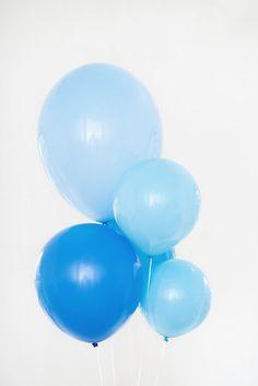 riesen ballons zum brautkleid in blau- türkis (www.noni-mode.de - Foto: Hanna Witte)