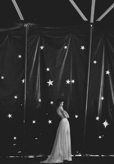 The Starry Entrance To The Night Circus Dark Circus, The Circus, Circus Aesthetic, Night Circus, Pantomime, Vintage Circus, Clowns, The Magicians, White Photography
