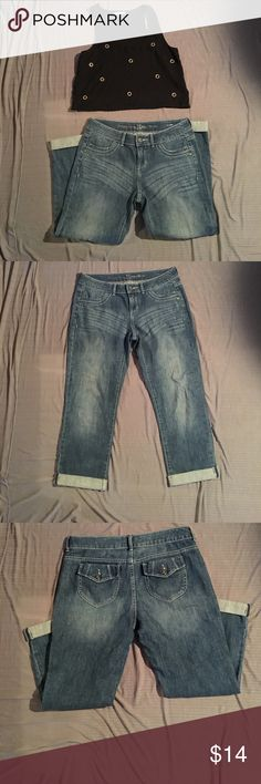 Simply Vera Wang Denim jeans Jeans are shown rolled that's how they were worn.. in great condition Simply Vera Vera Wang Jeans Straight Leg