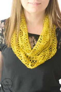 Crochet Sunny Lace Cowl - lace weight free crochet pattern by www.mycrochetory.com