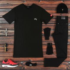Outfit grid - Black with red trainers