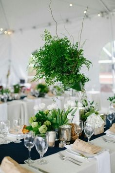 Greenish decor for a table reception.