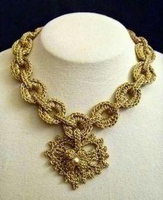 ABruxinhaCoisasGirasdaCarmita: Muito original (colar crochet