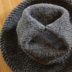Same vogue hat with top stitched for shape